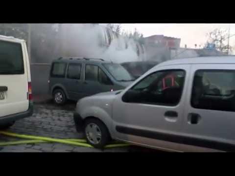 Beyoğlu'nda 3 Araç Alev Alev Yandı