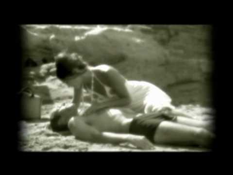 Pauline En La Playa - Titubeas