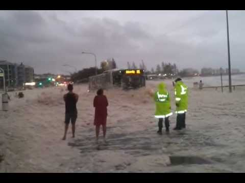 ORIGINAL Sunshine Coast Floods 27/1/2013 .....police get the surprise of a life time