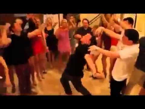 Неудачный танец под музыку. humor zapilili.com