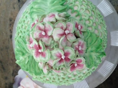 Hydrangea Flowers in Butter Cream- Cake Decorating - YouTube