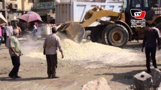 القاهرة «تنظف» ميدان المطرية.. والباعة الجائلين: أفعال الحكومة مترضيش ربنا