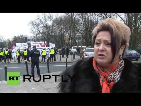 Poland: Watch anti-Poroshenko protest greet Poroshenko to Poland