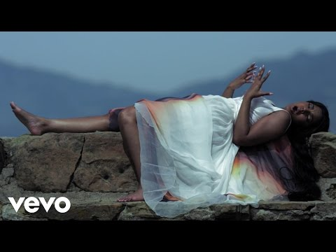 Ashanti - Never Should Have klip izle