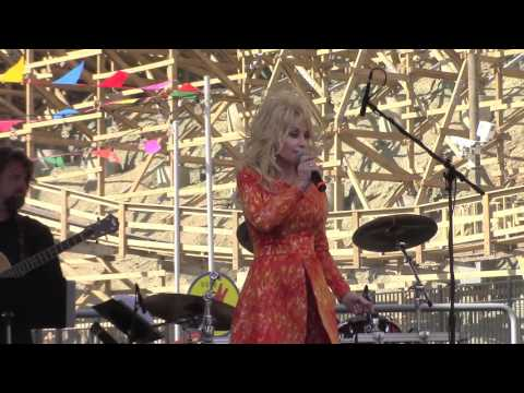 "Dolly Parton at Dollywood March 2016 - Q&A and Performing ""Puppy Love"""
