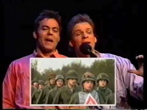 """Erik van Muiswinkel & Justus van Oel. Cabaret Zak & As. """"De wereld die Marine heet""""."""
