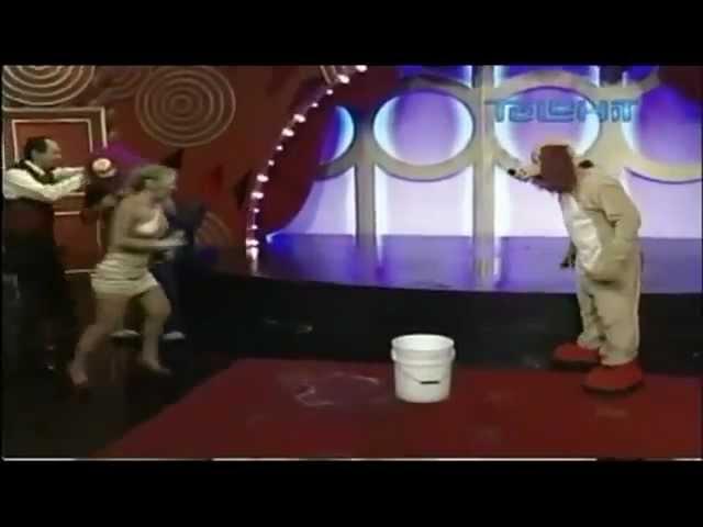 El perro Guarumo moja al Platanito