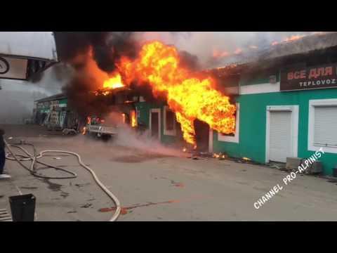 Сильный пожар в Селятино, сгорел торговый ряд