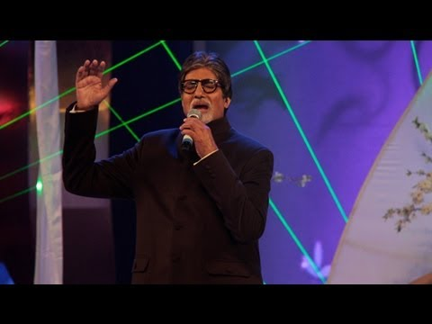 Amitabh Bachchan Sings Live @ Global Sounds of Peace Concert