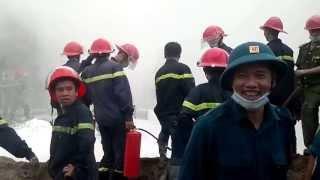 Lính cứu hỏa vui mừng khi đám cháy Trạm xăng, dầu số 9 Quân đội được dập tắt