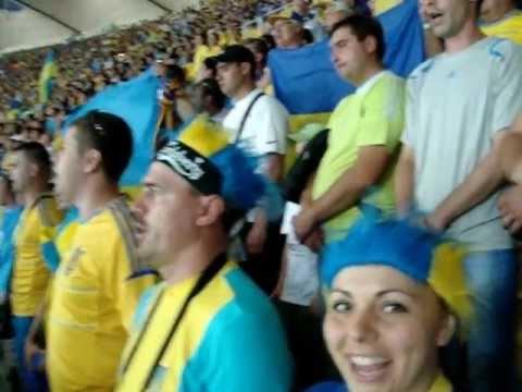 Украина - Швеция ( ВЕСЬ СТАДИОН ПОЁТ ГИМН УКРАИНЫ)