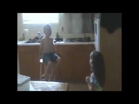Śmieszny filmik - Małżeństo dzieci!