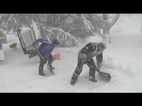 HAMBURG NY GETTING BURIED BY LAKE EFFECT SNOW