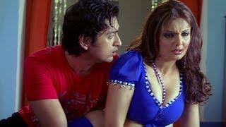 Hot Deepshikha trying to seduce young boys - Dhoom Dadakka