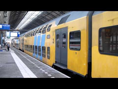 Een uitstervend type trein: DDAR-loc-loc-DDAR...