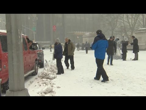 Potentially crippling snowstorm begins to hit Northeast