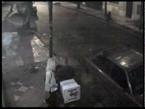 cámaras de seguridad  flores.  vídeo  25 travesti manosea , motoquero , en la via publica.