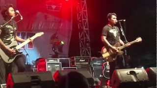 Download lagu Last Child - Diary Depresiku @Stadion Sriwedari gratis