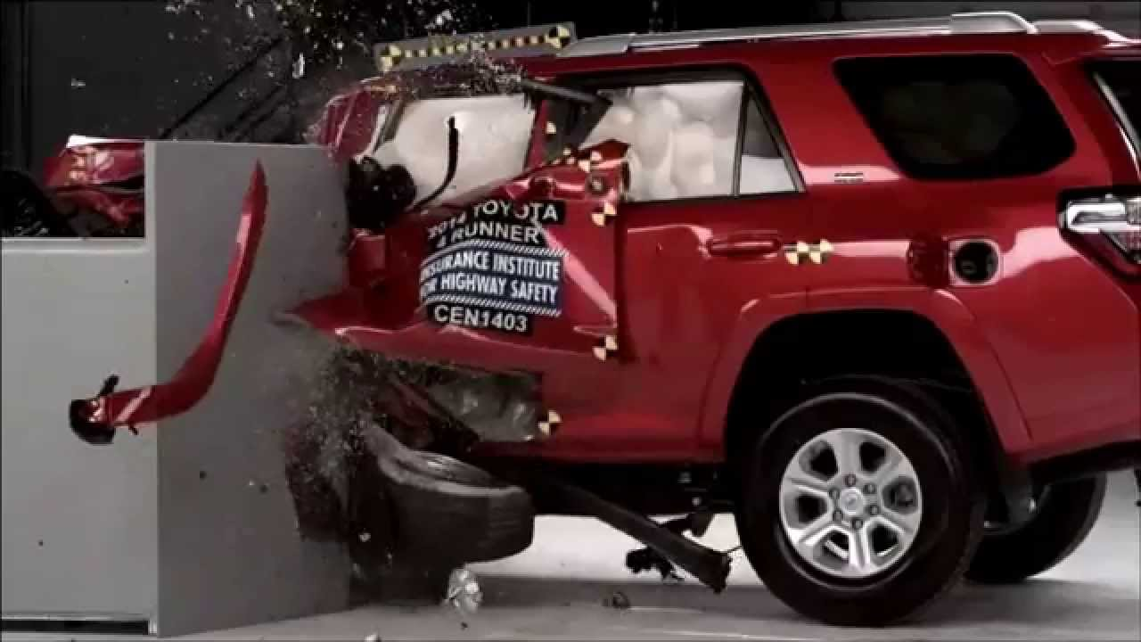 2014-2016 Toyota 4Runner IIHS Narrow-Overlap Crash Test ...