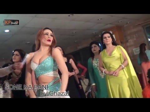 SONE KA PANI   GHAZAL HOT MUJRA AT PAKISTANI PARTY 2016 thumbnail