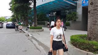 Dạo phố Hà nội gặp 2 em gái mặc chẳng giống ai ☆ Tuan Duong SGNN Travel Hanoi