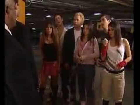 REBELDE Giovanni, Mia, Lupita, Miguel, Roberta e Diego escolhem o nome da banda