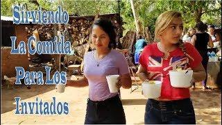 Sirviendo La Comida Para Los Invitados - Conviviendo Con El Canal El Salvador Chirilagua Tv Parte 11