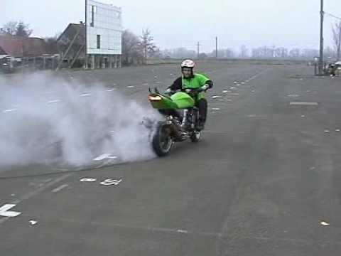 Kawasaki Z1000 Stunt Riding!!!