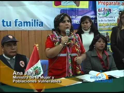 Ministra de la Mujer entrega ropa y alimentos para afectados por el frío