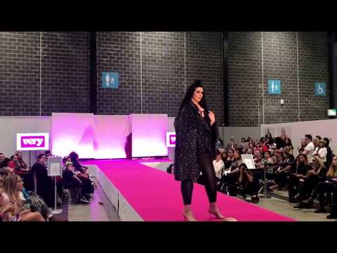 Plus Size Fashion Week Debele Zene na pisti