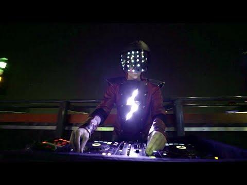 DJ SuperStar (www.mash-up.ru) - DJ-шоу на вечеринке в Коворкинг-14