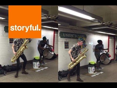 サックスとドラムのイカしたストリートバンド