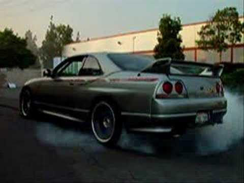 Black Nissan Skyline Gtr R33. Skyline R32 GTR VS R33 GTR VS