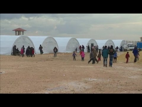 Syrian refugees are stranded as Russian airstrikes advance