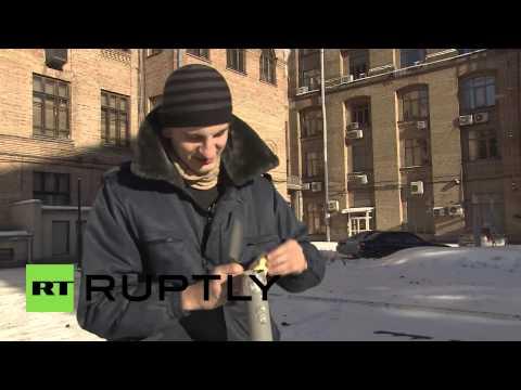 Ukraine: Protesters unveil the terrifying potato cannon