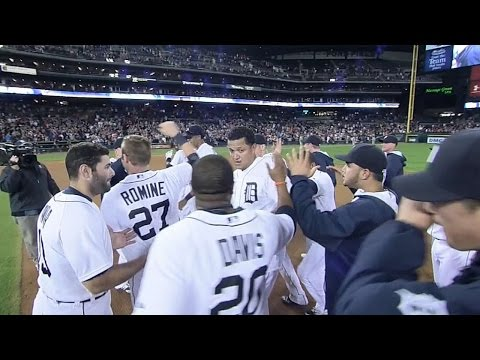 Miggy ropes walk-off single to left field