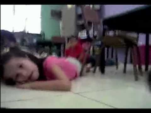 maestra tranquiliza niños durante balacera en monterrey.mp4