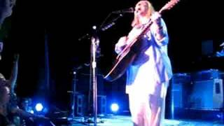 Watch Melissa Etheridge Imagine That video