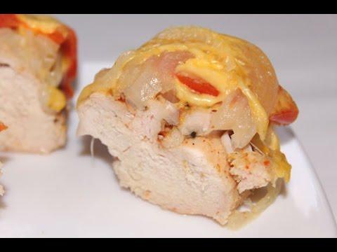 Запеченное куриное филе под сыром и помидорами в мультиварке Редмонд