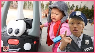 Police pretend play Rescue Mission video for kids with toys 경찰 슈퍼 히어로 변신해서 도와주기