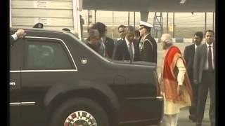ඉන්දියාවට ආ ඔබාමාව මෝදි පිළිගත් හැටි  Indian Prime Minister Narendra Modi welcomes US President Bara