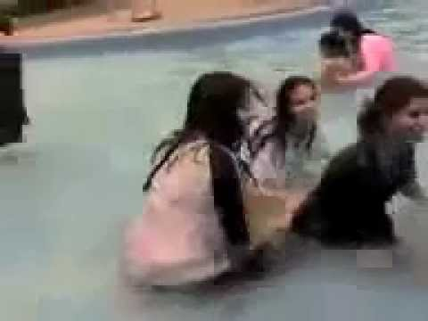 Karachi Girls Washing Body Under The Water Mastii Maza video