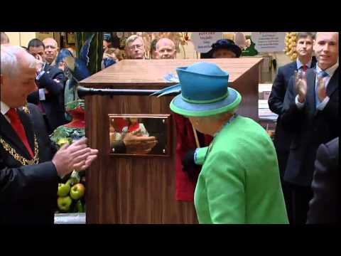 The Queen finishes her historic trip to Ireland after a stroll in Cork city. Like us on Facebook at http://www.facebook.com/itn and follow us on Twitter at h...