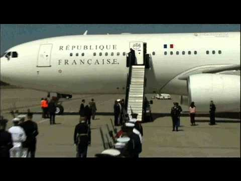 French President Francois Hollande plane landing in u.s.