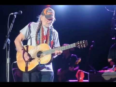 Willie Nelson &amp; Family, The BackYard (April 28, 2013) (Still is Still Moving to Me)