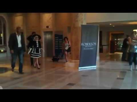 Guardaespaldas de Lady Gaga detienen a sujeto