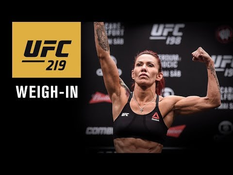 UFC 219: Official Weigh-in
