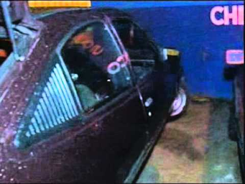 Polícia recupera dois carros