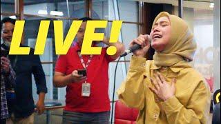 SAMPAI NANGIS! TIRANI - LESTI LIVE DI HOT 93.2 FM // BINTANGHOT - LESTI