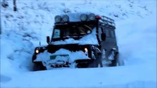 offroad, land rover defender in snow